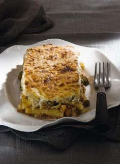 Pastitsio with vegetables and rigatoni Tasty Kitchen, Rigatoni, Greek Recipes, Tasty Dishes, Lasagna, Cravings, Pasta, Vegetables, Cooking