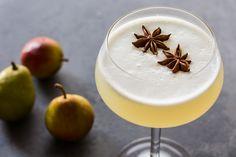 Spiced Pear Gin Fizz | 2 oz gin, 1 1/4 oz lemon juice, 3/4 oz pear/cardamom/anisseed infused sirup, 1 eggwhite, 1-2 oz clubsoda