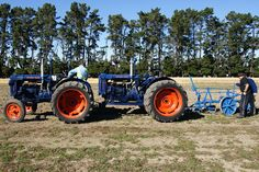 Seen at the Vintage Machinery Display, World Ploughing Championships Methven, Mid Canterbury, New Zealand. Vintage Tractors, Old Tractors, Vintage Farm, Agriculture Tractor, Farming, Tractor Pictures, Classic Tractor, Blue Bottle, Rubber Tires