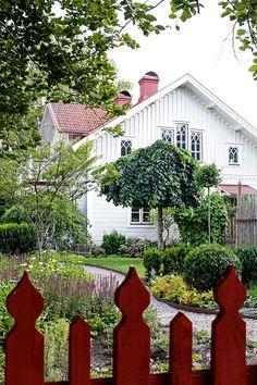 Från butik till drömhem –5 tips när du ska bygga nytt – Hus  Hem Plywood Furniture, Dream Garden, Home And Garden, The Constant Gardener, Villa, Lounge, Garden Inspiration, Fresco, Outdoor Gardens