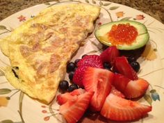 Sausage omelet with avocado and salmon roe, and berries: 1/22/13