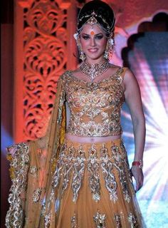 Sunny Leone set the ramp on fire in Indian Bridal Wear