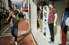 #Irlande - Homme qui fume à Grafton Street à #Dublin #Ireland