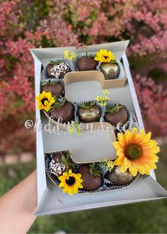 Chocolate Covered Treats, Chocolate Diy, Chocolate Hearts, Liquor Cake, Strawberry Sweets, Baking Business, Sweet Box, Chocolate Covered Strawberries, Instagram