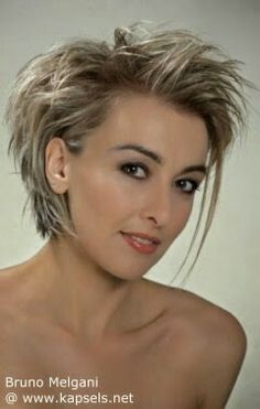 How to style the Pixie cut? Despite what we think of short cuts , it is possible to play with his hair and to style his Pixie cut as he pleases. Short Pixie Haircuts, Pixie Hairstyles, Short Hair Cuts, Short Hair Styles, Neck Length Hairstyles, Funky Short Hair, Fashion Hairstyles, Neck Length Hair Cuts, Pixie Haircut Gallery