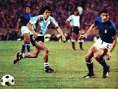 Argentina 1 Italy 1 in 1974 in Stuttgart. Rene Houseman runs through to score on 20 minutes and its 1-0 Argentina in Group 4 at the World Cup Finals.