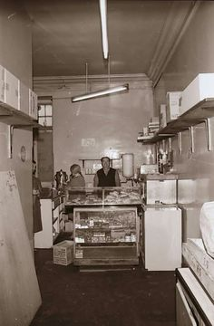 Cafe in the Old Baths. Used to get soup here when I was about 4 or 5 years old Dundee City, Family History, 5 Years, Baths, Childhood Memories, Scotland, Photographs, Old Things, Soup