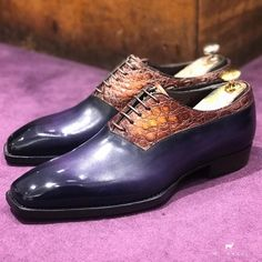 Bi material shoes in Carosse shape. Be unique with a purple rain and brown handpainted patina. Slip On Shoes, Men's Shoes, Dress Shoes, Shoes Men, Crocodile, Handmade Leather Shoes, Leather Craft, Derby, Leather Skin