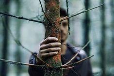 Σταμάτα να εγκαταλείπεις πάντα στη μέση αυτό που σε πονάει. Κάθισε μαζί του και συμπορεύσου. Μην τρέχεις να κρυφτείς από αυτό που σε φοβίζει. Αποδέξου το. Κάνε μαζί του διάλογο. Δεν φταίει η πληγή σου εάν σε πρόδωσαν ή εάν έπεσες έξω. Πονάει και εκείνη μαζί σου. Σώμα από το σώμα σου είναι και αυτή. …