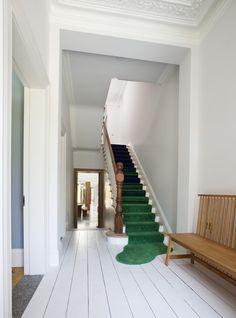 Décor do dia: tapete divertido na escada