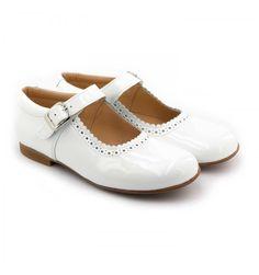 b3c15a04cb23a Les Boni Anaïs sont de magnifique ballerine blanche fille vernie. C est un  modèle