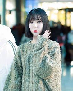 Our goal is to keep old friends, ex-classmates, neighbors and colleagues in touch. Kpop Short Hair, Korean Short Hair, Kpop Girl Groups, Korean Girl Groups, Kpop Girls, Look Dark, Jung Eun Bi, G Friend, Body Poses