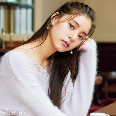 今シーズンは、シャギー素材や毛足が長い、ふわもこニットが大豊作。優子のオトナ見え、ちょっぴりセクシーなコーデをお手本に彼にドキッとさせちゃって♡ Japanese Beauty, Japanese Girl, Asian Beauty, Cute Girl Pic, Cute Girls, Beautiful Asian Women, Beautiful Models, Korean Girl, Asian Girl