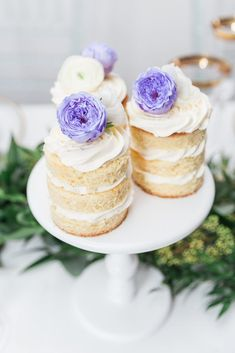 Romantic mini wedding cakes topped with flowers   Wedding Tablescape Inspirations Mixing Modern with the Traditional - BLOVED Blog