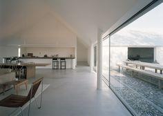 Baron House Sweden by John Pawson - strakke open witte keuken