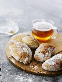 Kuva on kuvituskuva eikä alkuperäisen reseptin tuotos. Sourdough Bun Recipe, Best Bread Recipe, Bread Recipes, Savory Pastry, Savoury Baking, Bread Baking, No Salt Recipes, Good Food, Yummy Food