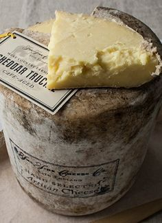 Somerset Cheese : Love it! English Cheddar cheese originated circa 1100 in the village of Cheddar in SW England. Fromage Cheese, Queso Cheese, Wine Cheese, Cheddar Cheese, Aged Cheese, English Cheese, French Cheese, English Food, Cheese Shop