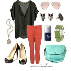 This outfit is so my style right now!  Oversized cap sleeve, skinny jeans, bright acces... LOVE!