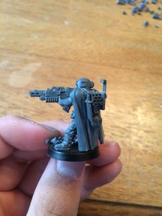 Inquisition acolyte armed with a heavy stubber. Warhammer 40k. Conversion