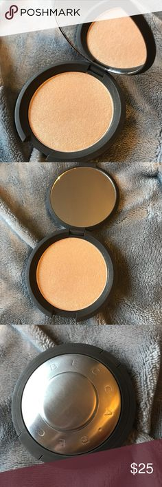 🆕 Becca Highlighter | Prosecco Pop This highlighter has only been swatched. I have way too many in my collection and have never reached for this. Becca highlighters are smooth and pigmented and all around wonderful!!  I do not have the box. BECCA Makeup Luminizer
