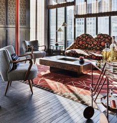 As an interior designer, Kelly Wearstler finds influence in Modernism and old Hollywood glamour as created by Dorothy Draper and William Haines, and the work of architect Aldo Rossi. Home Interior Design, Hotels Design, Bespoke Furniture, Decor, Interior Design, House Interior, Interior, Dining Table Chairs, Kelly Wearstler Interiors