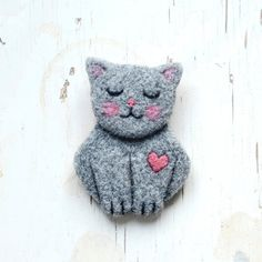 Cat . brooch . handmade . felt . needle felted . animal by cOnieco