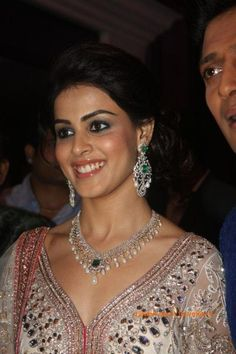 Genelia D'Souza in Diamond Emerlad Necklace Set Diamond Necklace Set, Gold Diamond Earrings, Diamond Jewelry, Gold Jewelry, Gold Bracelets, Big Earrings, Emerald Diamond, Resin Jewelry, Turquoise Jewelry