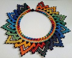 Collar embera Tasse accesorios Cali-Colombia Peyote Stitch Patterns, Bead Loom Patterns, Beading Patterns, Seed Bead Jewelry, Seed Beads, Beaded Jewelry, Beaded Necklaces, Native American Beadwork, African Jewelry