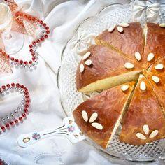 Greek Christmas, Christmas Sweets, Christmas Cooking, Christmas Time, Greek Cake, Sweet Bread, Gingerbread Cookies, Good Food, Food And Drink