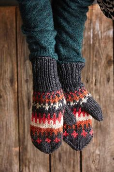 Knitting Stitches, Knitting Patterns, Cast Off, Fingerless Gloves, Arm Warmers, Diy And Crafts, Knit Crochet, Cool Outfits, Hair Accessories