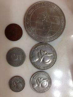 Monedas panameñas: $10, $.50, $.10,  $.05 y $.001. Los $10 son conmemorativos así que no están en circulación. La gente prefiere usar diez dólares en papel.