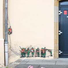 Tiny Street Murals by 'Jaune' Unveil a World of Miniature City Workers