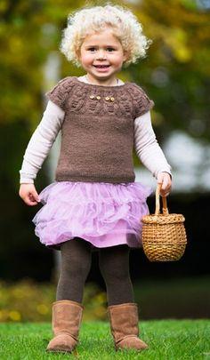 Strikkeopskrift   Strik sød pigevest med fint uglemotiv   Fin strik til piger   Strik til børn med søde motiver og detaljer   Lun og blød børnestrik