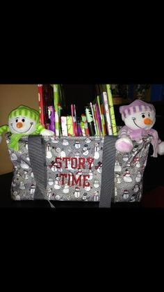 24 books & 2 snowmen...medium utility tote.  Super cute! NOV exclusive special ONLY $7!!!!  Thirty one Gifts www.mythirtyone.com/rhondarichardson