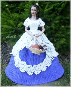 My crochet gown for tonner dolls - Monika St - Álbuns da web do Picasa Barbie Sewing Patterns, Doll Dress Patterns, Clothing Patterns, Barbie Gowns, Barbie Doll, Dolls Dolls, Barbie Summer, Crochet Barbie Clothes, Barbie Collector
