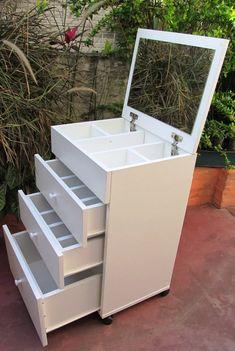 Minimalist Home Furniture, Dorm Room Organization, Outdoor Furniture, Outdoor Decor, Locker Storage, Ikea, Decorative Boxes, Bedroom Decor, Vanity
