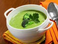 Creamy Broccoli Turmeric Soup is so good and packed with nutrients for healing!q=recipes /search?q=broccoli Turmeric Soup, Turmeric Recipes, Whole Food Recipes, Soup Recipes, Vegetarian Recipes, Cooking Recipes, Healthy Recipes, Healthy Soups, Vegan Vegetarian