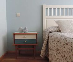 DIY: reciclar una mesilla de noche con chalk paint Coat Closet Organization, True Homes, Custom Closets, Chalk Paint Furniture, Open Floor, Nightstand, Modern Design, Diy And Crafts, Flooring