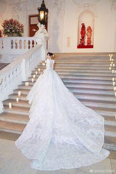 The 11 most popular wedding dresses of the latest … – Wedding Dresses Famous Wedding Dresses, Bridal Wedding Dresses, Dream Wedding Dresses, Designer Wedding Dresses, Fluffy Wedding Dress, Wedding Dress Sleeves, Princess Wedding, Quinceanera Dresses, Dress Wedding