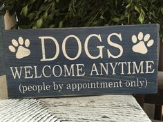 funny dog sign dogs welcome funny pet sign by SoulspeakandSawdust - Funny Dog Quotes - funny dog sign dogs welcome funny pet sign by SoulspeakandSawdust The post funny dog sign dogs welcome funny pet sign by SoulspeakandSawdust appeared first on Gag Dad. Funny Welcome Signs, Funny Dog Signs, Funny Kitchen Signs, Dog Quotes Funny, Funny Pets, Wood Pallet Signs, Wooden Signs, Dog Crafts, Christmas Humor