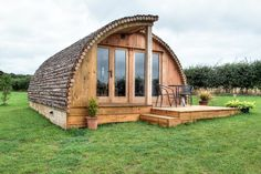 Featuring a hot container, Camster luxury glamping pod is situated in Lybster. This self-catered apartment features a garden and free personal parking. Eco Cabin, Log Cabin Homes, Camping Pod, Camping Hacks, Camping Ideas, Log Cabin Holidays, Eco Pods, Garden Log Cabins, How To Build A Log Cabin