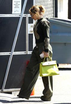 Jennifer Lopez, Famous People, Street Style, Celebrities, Celebs, Urban Style, Jenifer Lopes, Street Style Fashion, Street Styles