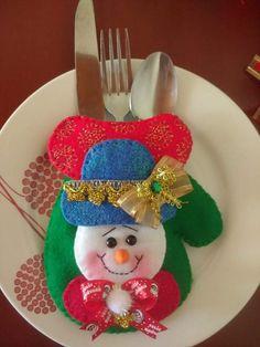 PORTA CUBIERTOS NAVIDEÑOS Christmas Ornaments, Holiday Decor, Home Decor, General Crafts, Christmas Crafts, Grinch Christmas Decorations, Christmas Ornaments Handmade, Christmas Cushions, Appliques