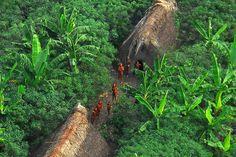 Vale do Javari: Localizado entre na região do Alto Solimões, no sudoeste do Amazonas, próximo à fronteira com o Peru. No local está situada a Terra Indígena Vale do Javari, segundo maior território indígena do país, com 8,5 milhões de hectares. Na região vivem cerca de 4,9 mil pessoas das etnias Matis, Marubo, Mayoruna/Matses, Kulina, Korubo, Kanamari, Tsohom-Djapa, considerados o maior contingente de povos que vivem em isolamento voluntário da América do Sul.