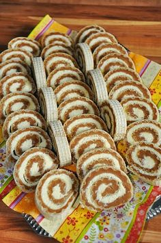 Karamelles-kókuszos ostyatekercs Hungarian Cookies, Hungarian Desserts, Hungarian Recipes, Salty Snacks, Yummy Snacks, Yummy Food, Crystal Cake Stand, Cookie Recipes, Dessert Recipes