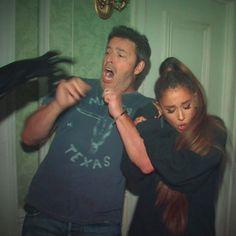 Ariana Grande Powers Through A Haunted House For Ellen DeGeneres - http://oceanup.com/2016/10/31/ariana-grande-powers-through-a-haunted-house-for-ellen-degeneres/