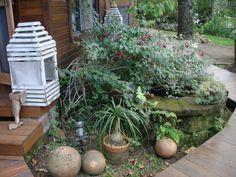Lanterna e flores no jardim, RS