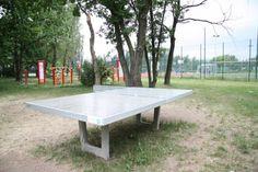 Zamontowano dwa betonowe stoły do tenisa stołowego wkopane w grunt przy ul. Krzyżówki/ul. Kowalczyka w sąsiedztwie siłowni plenerowej i boiska Orlik. Koszt projektu 9 987,60 zł.