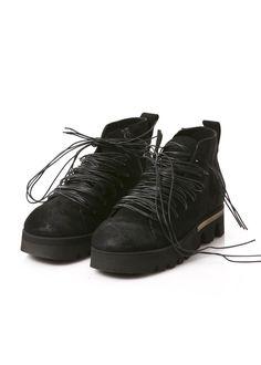 Schuhe von RUNDHOLZ Black Label mit auffallender Schnürung bei Dagmarfischermode.de - #shoes #schuhe #schuhwerk #dfm #dagmarfischermode #designer #fashion #leather #leder #gummi #profilsole #extravagant #auffallend #accessoires #outfit #look #onlinefashion #stylish #luxury #onineshop #welldressed #fasionable #fasionstyle #fasionaddict #fasionlover #fashiondesign #fashionlove #fashionicon #fashiontrends #fashioninspiration #fashioninsta #fashiontrend #fashionist #fashionstatement
