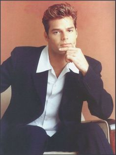 Eu pensava que ele era o homem mais lindo do mundo... até ele sair do armário, uma pena!